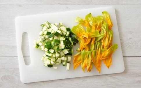Preparazione Maccheroni con bottarga, fiori di zucca e pecorino - Fase 1