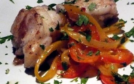 Coda di Rospo in Padella con Peperoni in Agrodolce