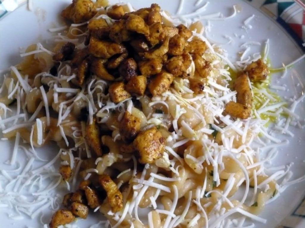 Fusilli con pollo caramellato al curry