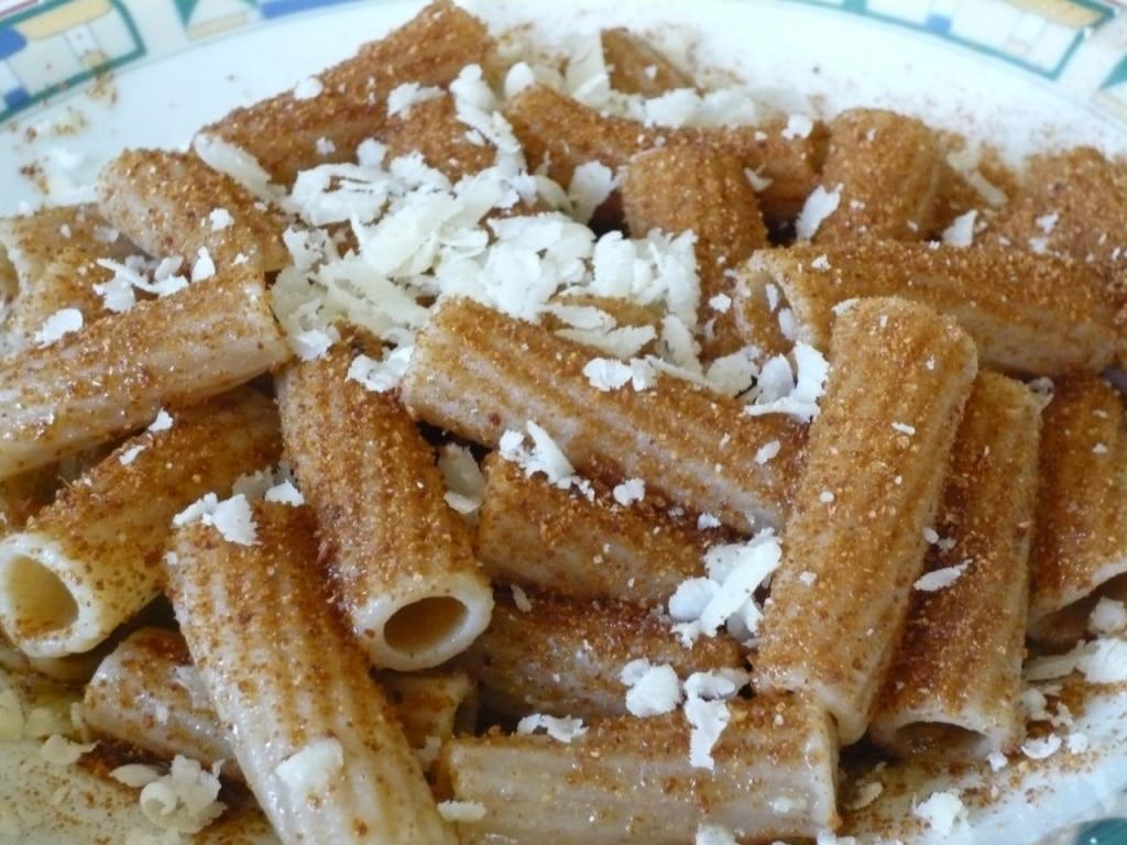 Rigatoni integrali, olio, bottarga e formaggio di fossa