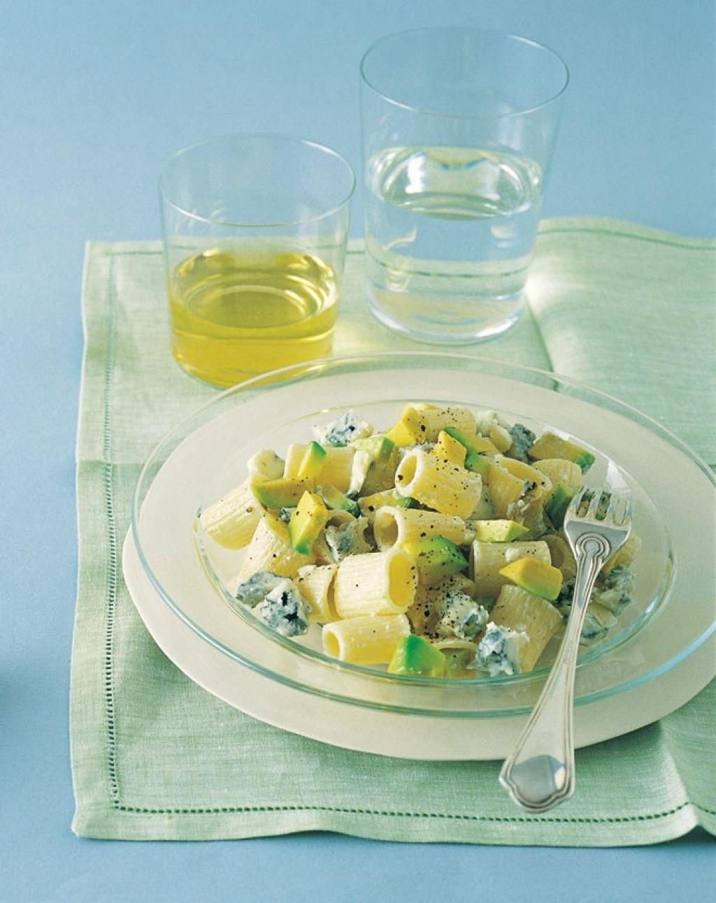 Mezzi rigatoni con avocado e gorgonzola