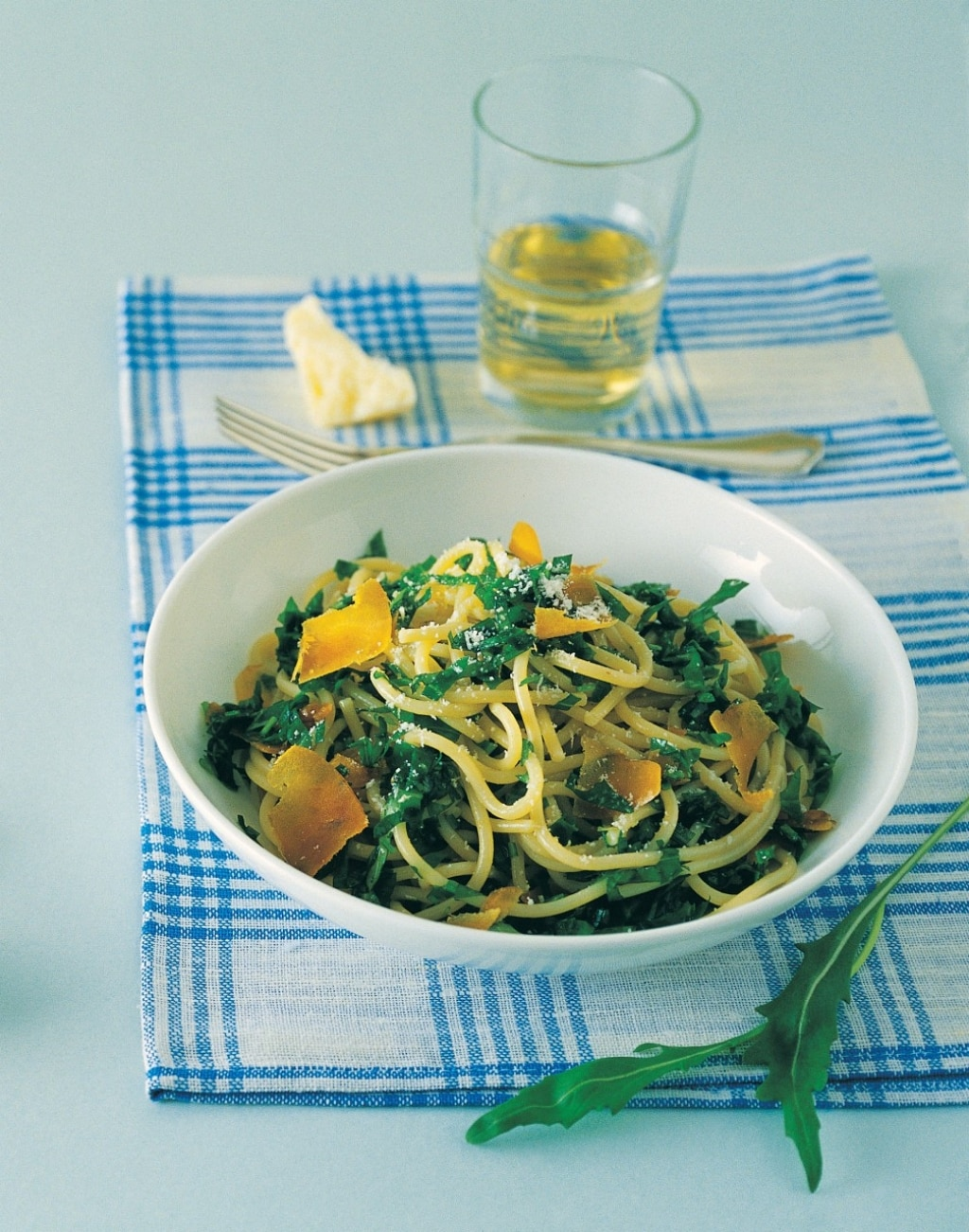 Spaghetti alla bottarga, rughetta e basilico