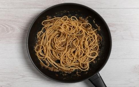 Preparazione Bigoli in salsa d'acciughe - Fase 2