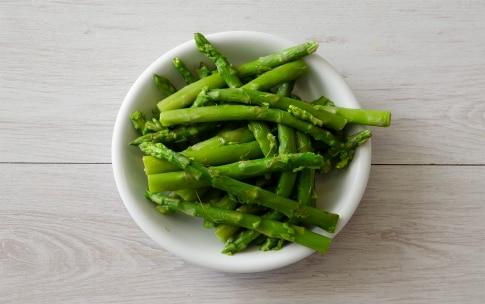Preparazione Crêpes agli asparagi e fiori di zucca - Fase 1