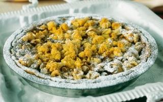 Crostata al rabarbaro e crema di mandorle