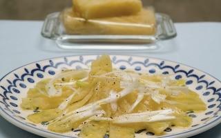 Formaggio grigio e cipolle
