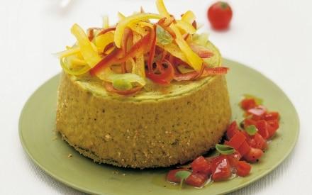 Gâteau di piselli con peperoni e dadini di pomodori