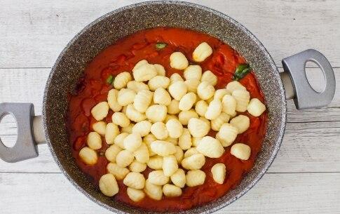Preparazione Gnocchi di patate al pomodoro e basilico - Fase 2