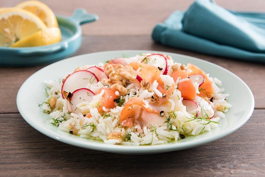 Insalata di riso basmati, salmone e spada affumicati