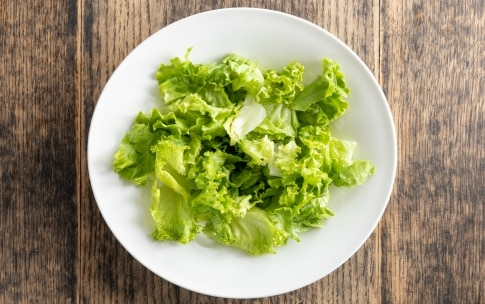 Preparazione Insalata di lattuga avocado e peperoni - Fase 1