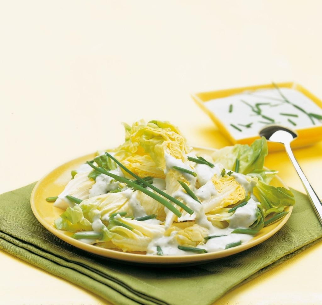 Insalata di lattuga con vinaigrette al gorgonzola