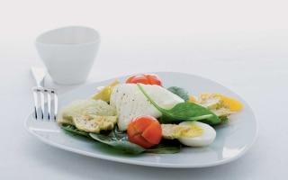 Insalata di ovetti, verdura e frutta