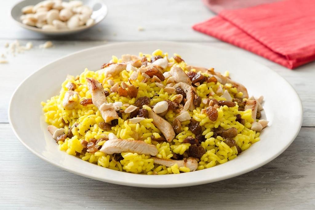 Insalata di riso e pollo con zenzero e zafferano