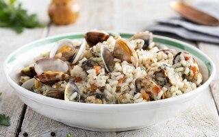 Insalata di riso, vongole e pomodorini