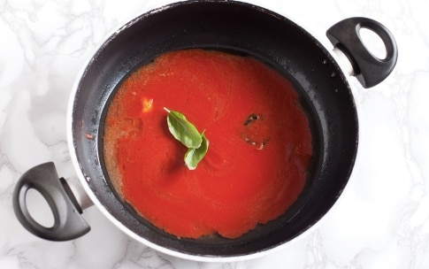 Preparazione Messicanini di vitello con cipolline e salsa al basilico - Fase 3