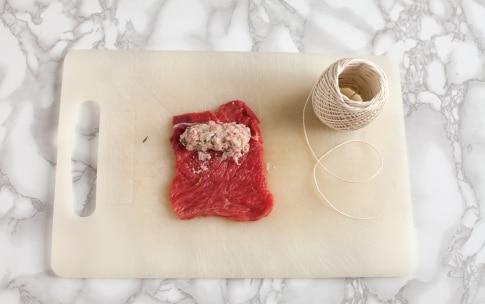 Preparazione Messicanini di vitello con cipolline e salsa al basilico - Fase 2
