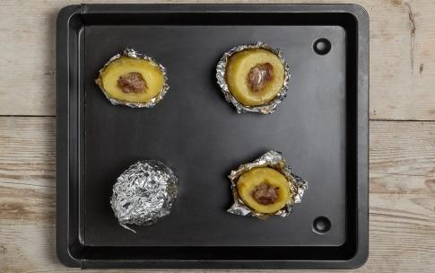 Preparazione Patate con salsiccia al cartoccio - Fase 2