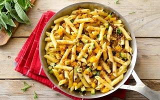 Penne con lenticchie e ragù di verdure