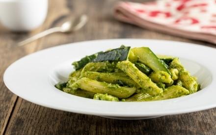 Pasta al pesto e zucchine