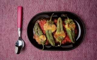 Peperoni verdi ripieni e fritti