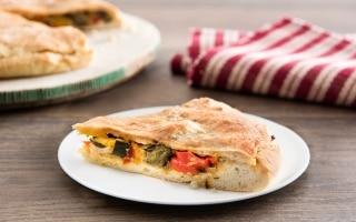 Pizza ripiena di verdure