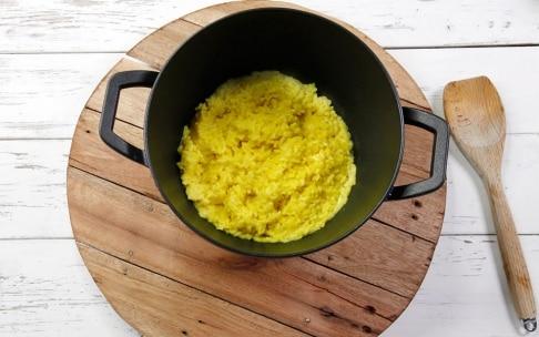 Preparazione Tortino di risotto giallo gratinato alla mozzarella - Fase 1
