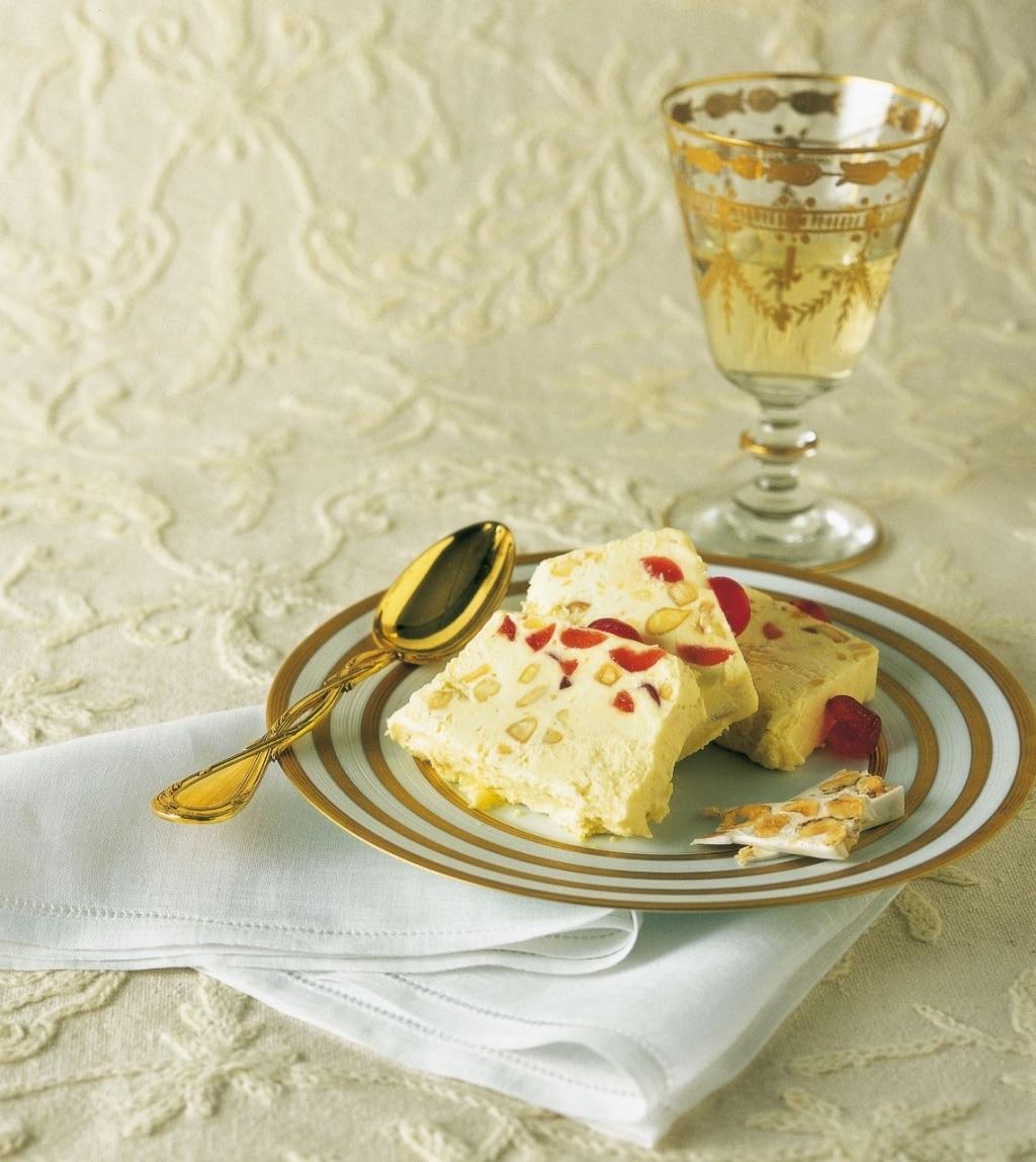Semifreddo al torrone e ciliegine candite