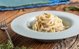 Spaghetti alla ricotta ed erbe aromatiche