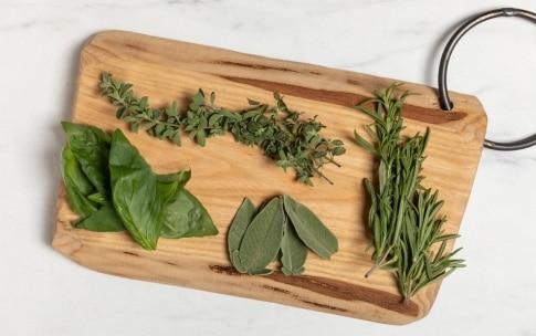 Preparazione Spaghetti alla ricotta ed erbe aromatiche - Fase 1