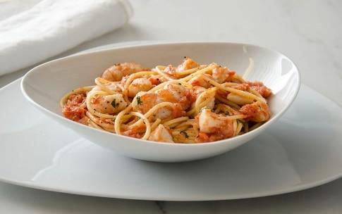 Preparazione Spaghetti al sugo di scampi e capesante - Fase 5