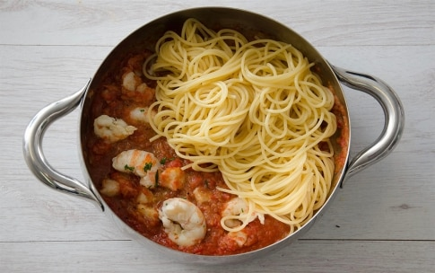 Preparazione Spaghetti al sugo di scampi e capesante - Fase 4