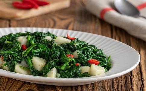 Preparazione Spinaci filanti al gorgonzola e pere - Fase 3