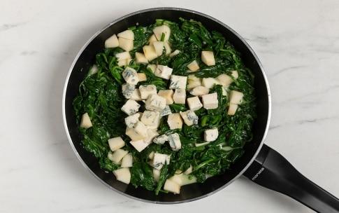 Preparazione Spinaci filanti al gorgonzola e pere - Fase 2