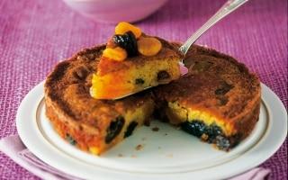 Torta di albicocche e prugne secche