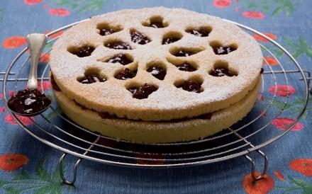 Torta di pasta frolla alla marmellata di ciliegie
