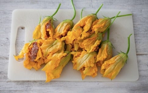Preparazione Tortino di fiori di zucca ripieni - Fase 2