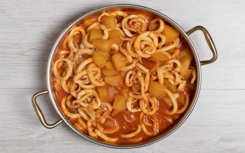 Preparazione Totani e patate al sugo - Fase 3