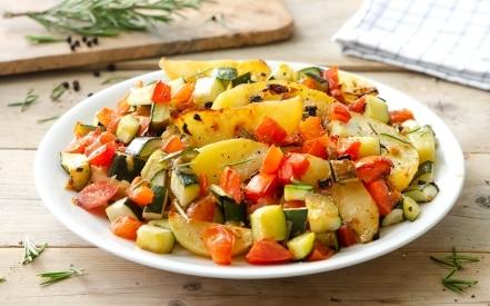 Zucchine, patate e pomodori al forno