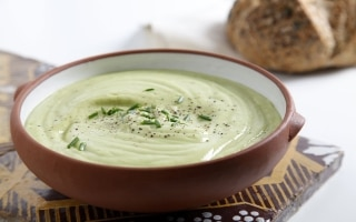 Zuppa di avocado e yogurt