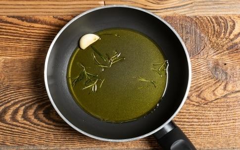 Preparazione Zuppa di fagioli e patate profumata al rosmarino - Fase 4