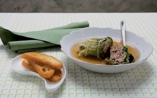 Zuppa di lattughe ripiene