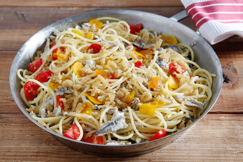 Ricetta pasta con alici e bottarga cucchiaio d 39 argento for Spaghetti ricette