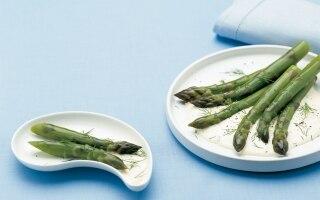 Asparagi con maionese al cetriolo