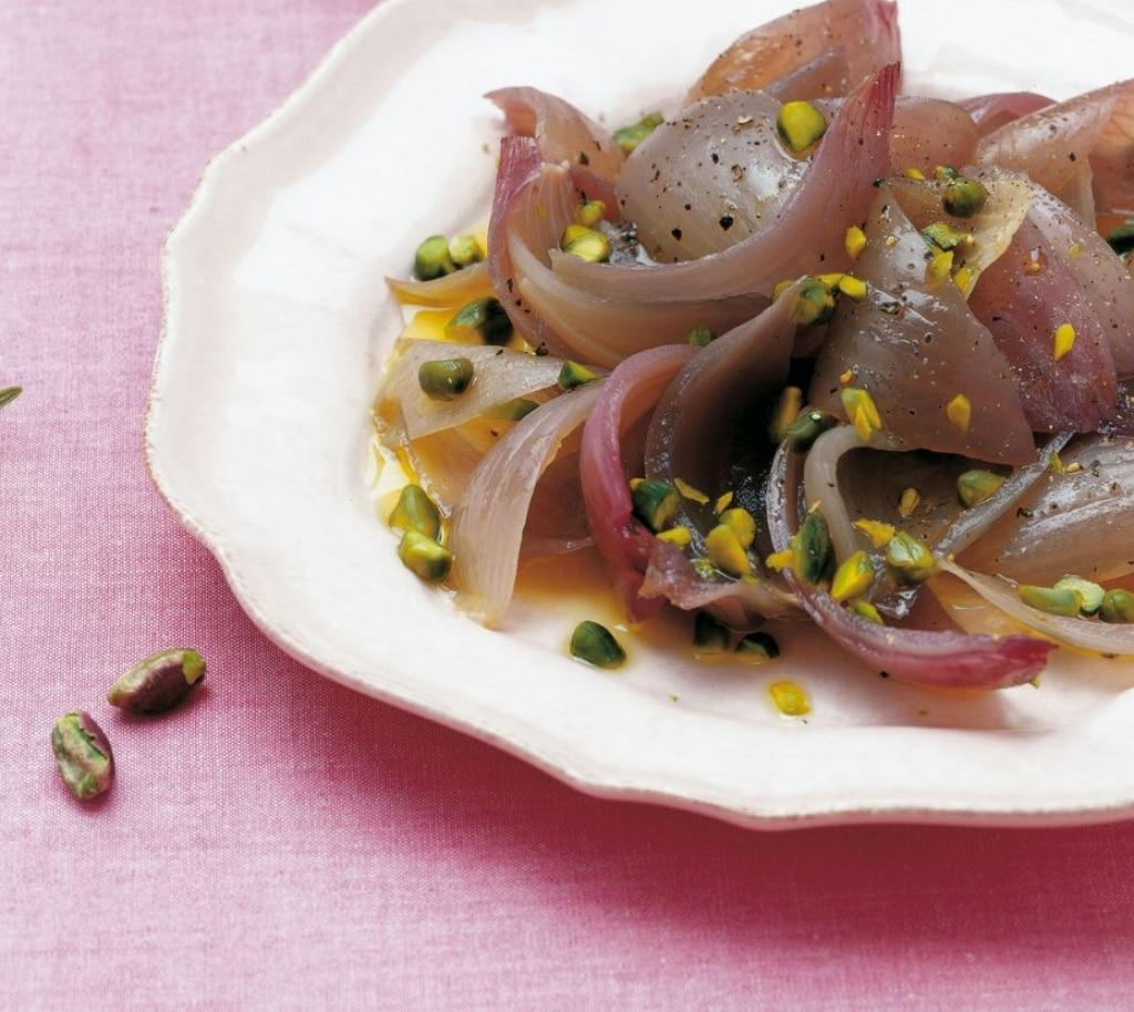 Cipolle di tropea al sale con pistacchi