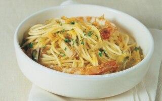 Spaghetti con gamberi e carciofi