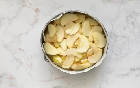Preparazione Torta allo yogurt e mele - Fase 2