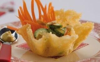 Cestini di formaggio con carote e zucchine
