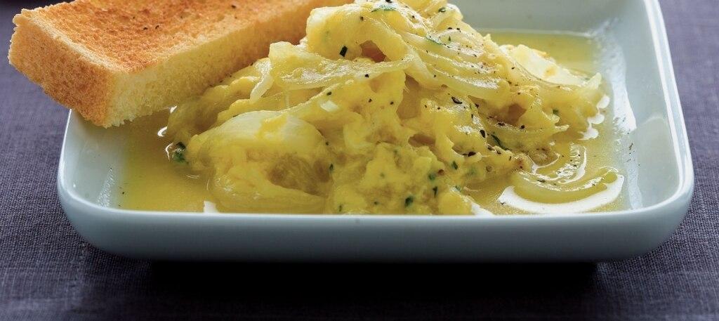 Cipolline strapazzate alla crema d'uova