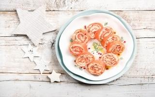 Rotolo di salmone, peperoni e formaggio