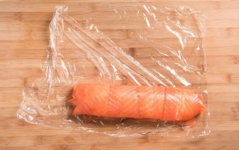 Preparazione Rotolo di salmone, peperoni e robiola - Fase 2